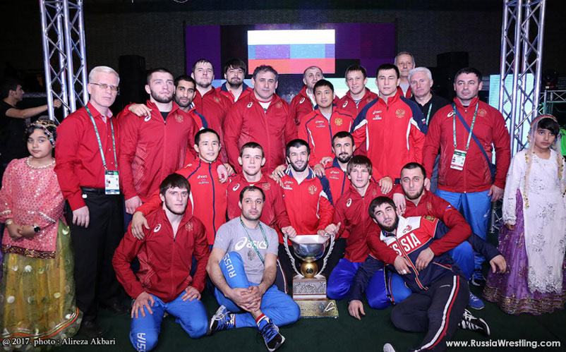 Russia Greco-Roman Team holding world cup 2017